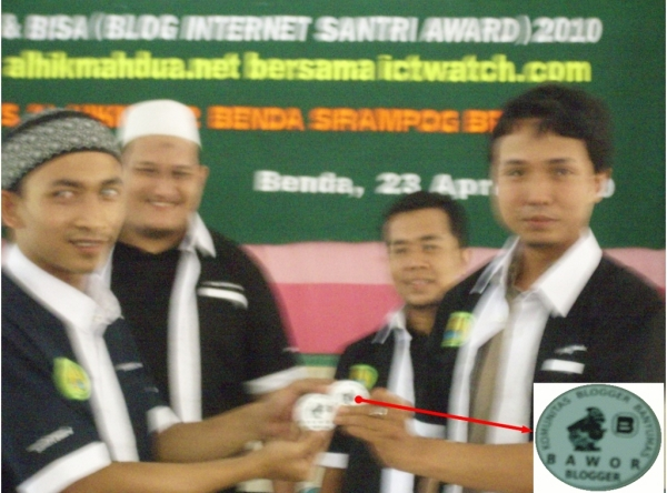 """Penyerahan Pin Komunitas Blogger Banyumas """"Bawor"""