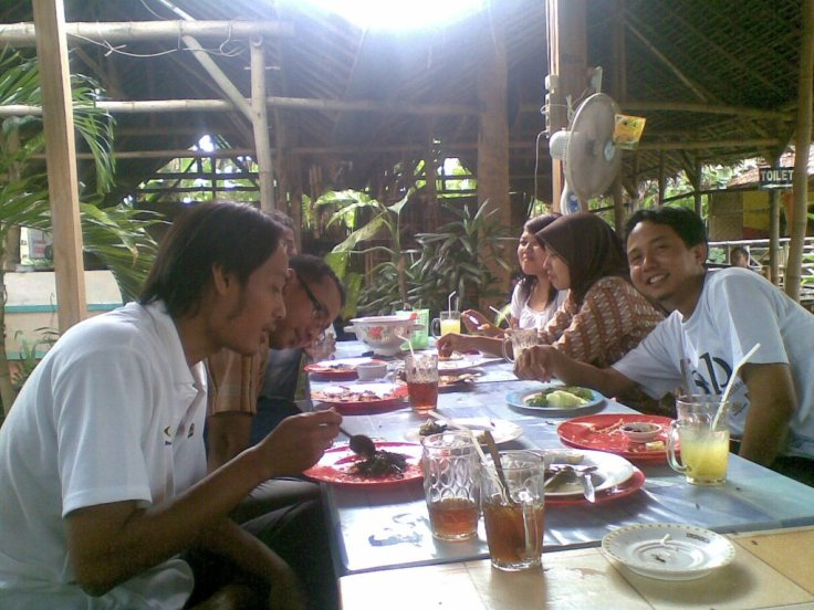 Makan Nasi Siang sponsored by Roni Asmoro