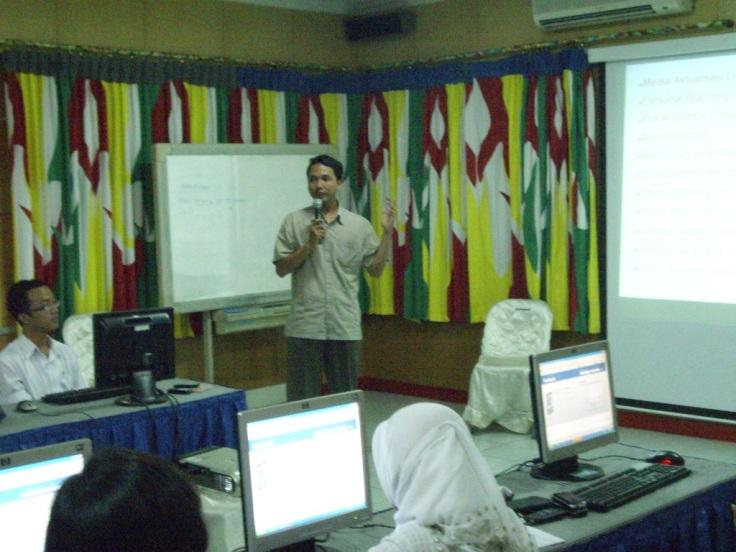 Pelatihan Blog di Aula Telkom Purwokerto