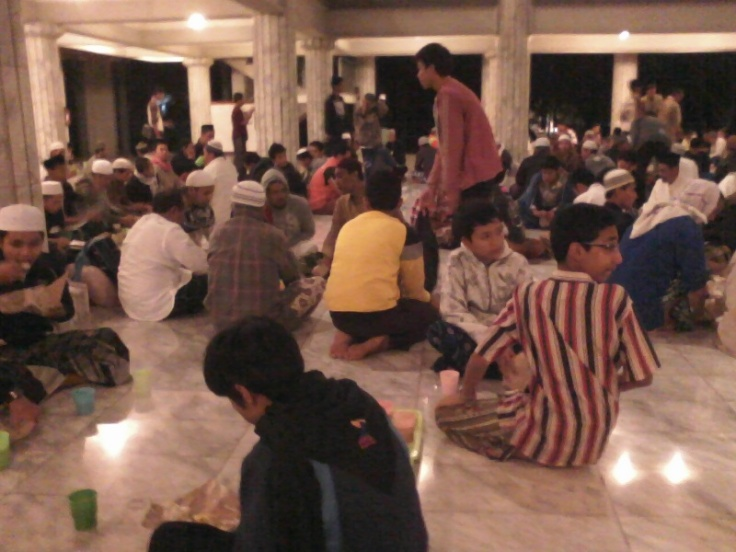 suasana sahur itikaf masjid Fatimatuzzahra Purwokerto