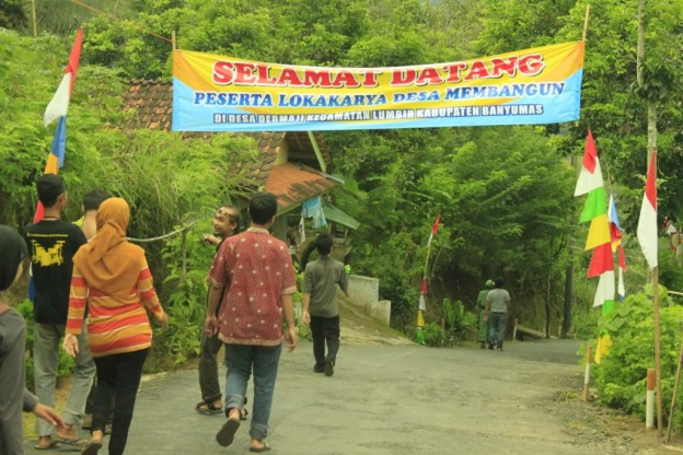 spanduk selamat datang desa dermaji banyumas