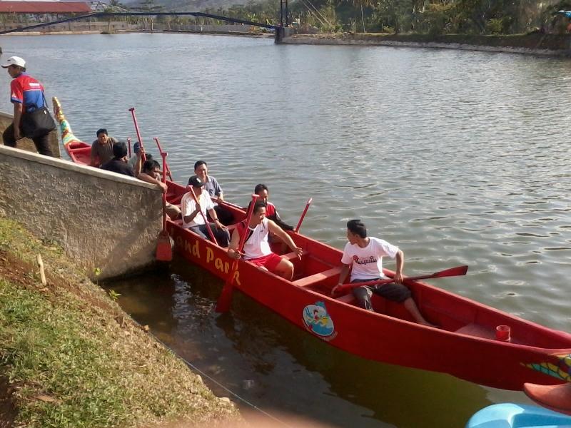 Lomba Perahu Naga di Dreamland desa Pancasan, Banyumas (5/6)