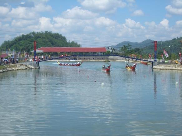 perlombaan perahu naga di Dreamland,desa Pancasan,Ajibarang,Banyumas