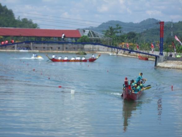 lomba perahu naga di dreamland,desa pancasan,ajibarang,banyumas