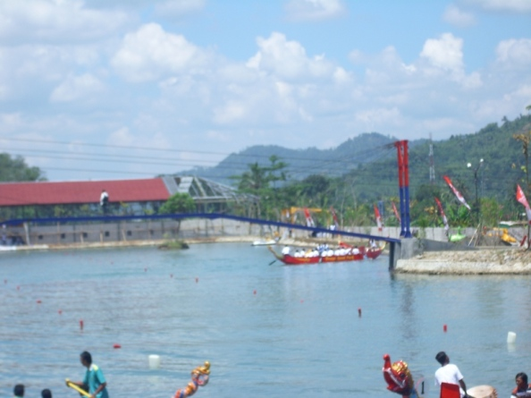 lomba perahu naga di dreamland pancasan,ajibarang,banyumas