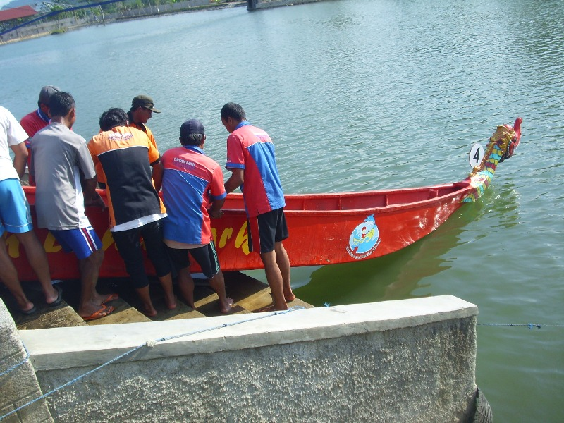 Lomba Perahu Naga di Dreamland desa Pancasan, Banyumas (3/6)