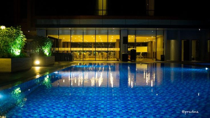 kolam renang hotel grand karlita purwokerto